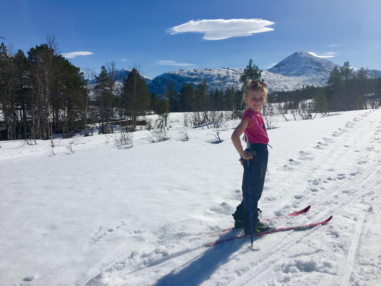 Tuva på skitur i Vindøldalen påska 2019, 22. april. Fotograf: Trine Storholt