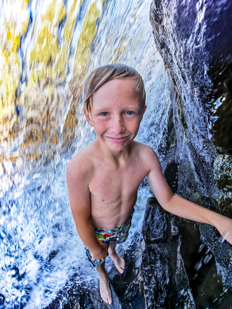 Even bak fossen til Vassdalsvatnet, 6. august 2019.  Fotograf: Vigdis Rodal